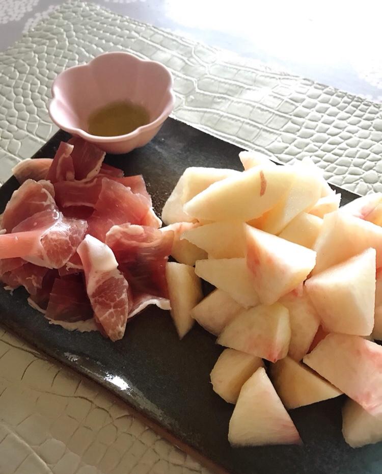 山梨の桃は日本一 生ハムと合わせて
