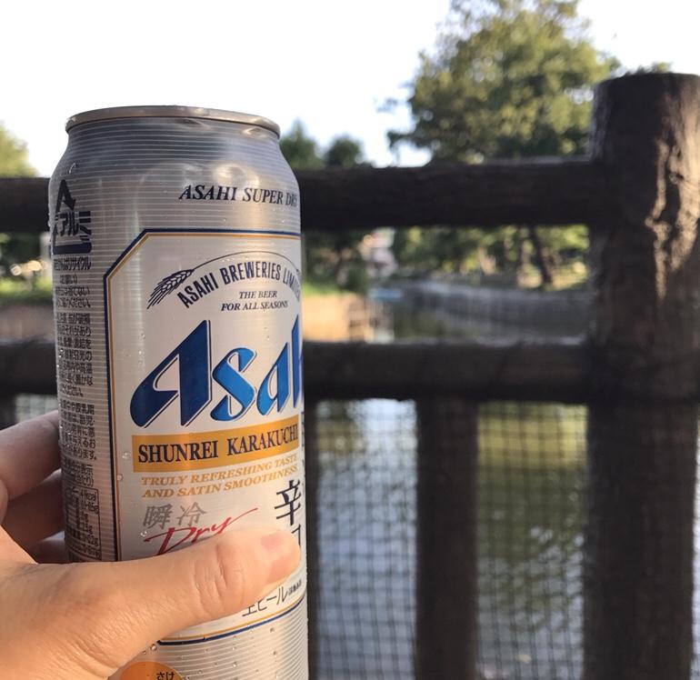 公園でビール おさんぽ